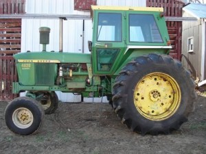John Deere 4020 at Dorr farm auction