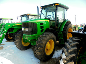 auctioneers sell John Deere tractor