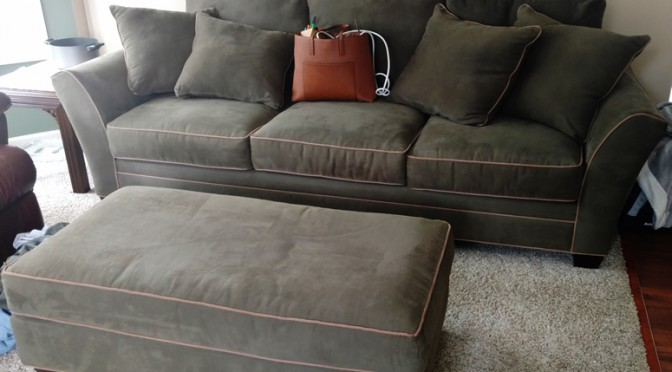 This sofa will be sold at public auction in Alto Auction
